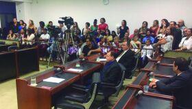Nas ruas, Câmara Municipal de Cabo Frio é alvo de críticas