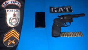 Mulher é presa na RJ-140 com arma e 4 mil cápsulas de droga vazias