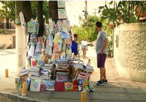 Prefeitura quer acabar com Árvore do Saber, projeto voluntário de doação de livros no Jardim Caiçara