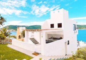 Casa Calisto: uma joia em estilo grego em meio ao paraíso de Arraial do Cabo