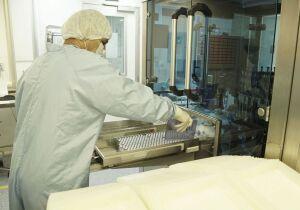 Fabricação de vacina da Fiocruz totalmente produzida no Brasil começa dia 15