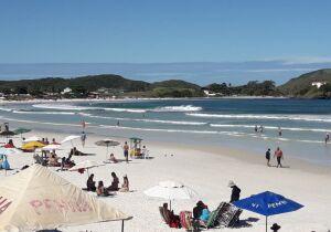 Prefeitura de Cabo Frio publica errata de decreto e volta a proibir mesas e cadeiras nas praias