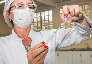Búzios anuncia que 100% do público-alvo já recebeu a primeira dose da vacina contra Covid-19