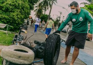 Mutirão de limpeza no Canal Itajuru, em Cabo Frio, recolhe 1,5 tonelada de lixo