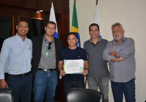 São Pedro firma convênio com universidade para oferecer bolsas de estudo a servidores