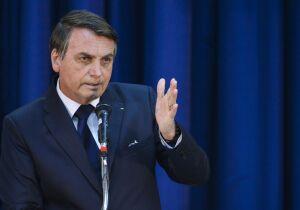 Bolsonaro afirma que cogita decreto para que todos voltem a trabalhar
