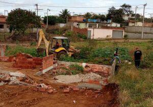 Prefeitura de Cabo Frio flagra construções irregulares em áreas de proteção ambiental