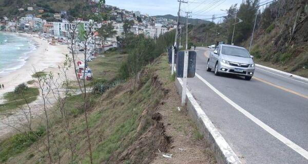 Chuva aumenta perigo de deslizamento nas encostas em Arraial do Cabo