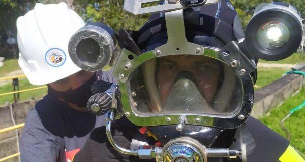 Mergulhadores fazem limpeza de reservatórios na Estação de Tratamento de Água da Prolagos