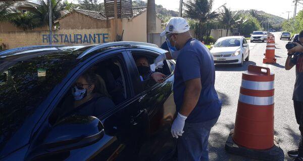Prefeitura de Búzios distribui máscaras e afere temperaturas nas barreiras sanitárias