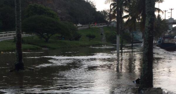 Chuva forte causa alagamentos nas cidades da região nesta sexta (9)