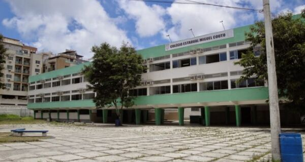 Governo define data para início do retorno de aulas presenciais na rede estadual