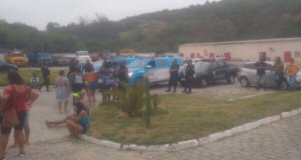 Protesto de ex-funcionários da Comsercaf termina em confusão