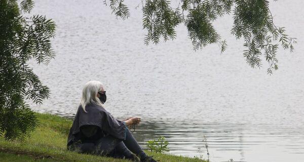 Fim do distanciamento social pode provocar 'síndrome da cabana', afirmam psicólogos