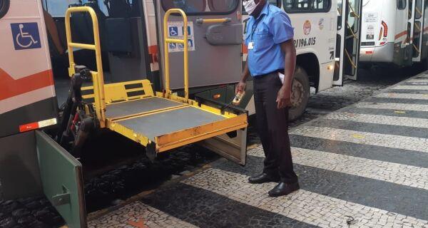 Detro fiscaliza acessibilidade de ônibus intermunicipais na Região dos Lagos