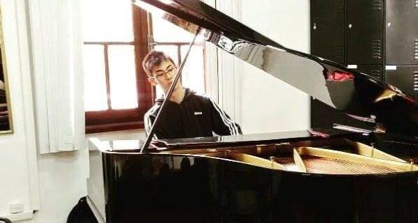 Série Jovens Pianistas terá quarto recital transmitido nesta sexta-feira (9)
