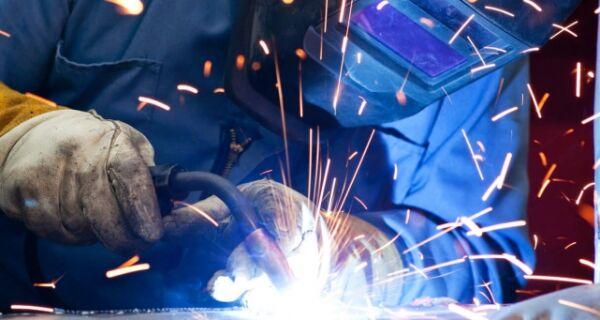 Indústria fluminense cria mais de 4 mil empregos em agosto, aponta Firjan