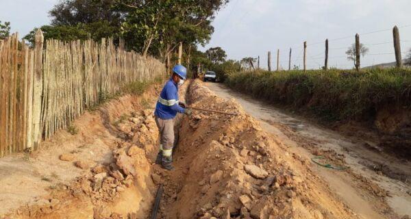 Estrada da Boa Vista, em São Pedro da Aldeia, recebe instalação de rede de água
