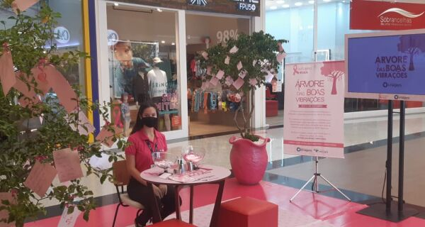 Ações movimentam Shopping Park Lagos, em Cabo Frio, durante o Outubro Rosa