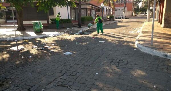 Comsercaf retira cerca de três toneladas de 'santinhos' das ruas