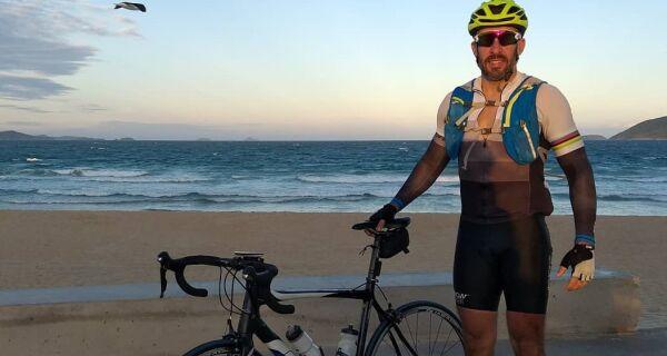 Turismólogo pedala 247km de Petrópolis ao Peró, em Cabo Frio