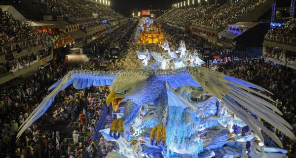 Desfile das escolas de samba do Rio é marcado para julho do ano que vem