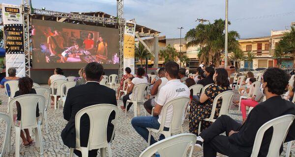 Cinema Presente na Praça chega a Iguaba neste sábado (21)