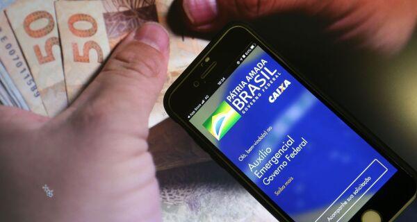 Caixa Econômica Federal paga R$ 1,2 bi de auxílio emergencial para nascidos em abril nesta sexta
