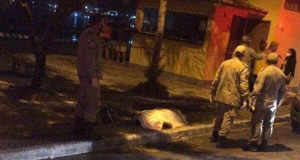 Homem é executado em Búzios no canto esquerdo da Praia de Geribá