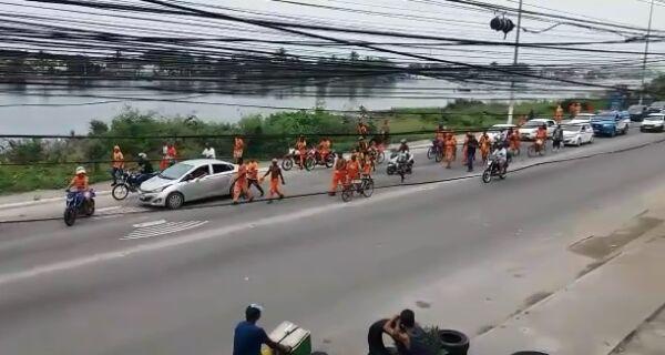 Pelo segundo dia seguido, funcionários da Comsercaf protestam por verbas indenizatórias