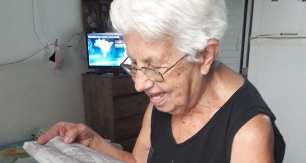 A crônica de vida da dona Tininha em papel jornal