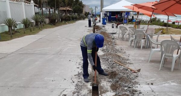 Extensão de rede leva água potável aos quiosques da Praia do Peró