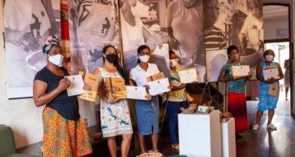 Oficina de cerâmica empodera mulheres quilombolas da Baía Formosa