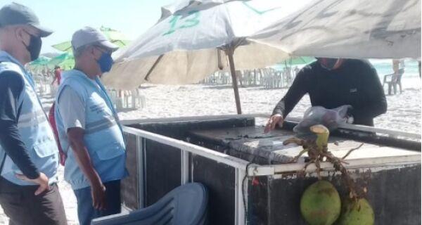 Fiscalização notifica barracas montadas ilegalmente na Praia do Forte