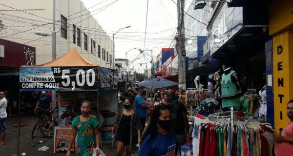 Cabo-frienses lotam lojas e mercados para fazer compras de última hora