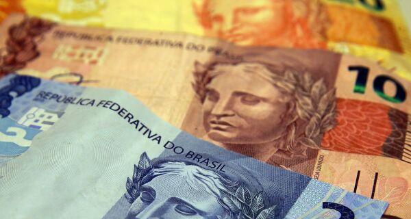 Jair Bolsonaro anuncia aumento do salário mínimo para R$ 1.100