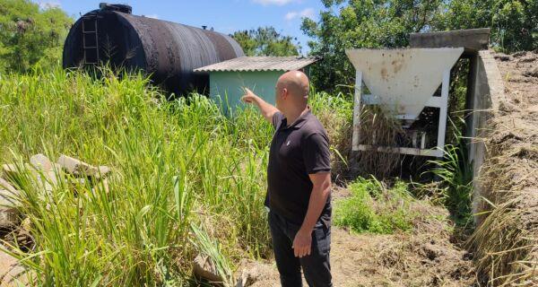 Fábio do Pastel visita instalações de usina de asfalto desativada em São Pedro da Aldeia