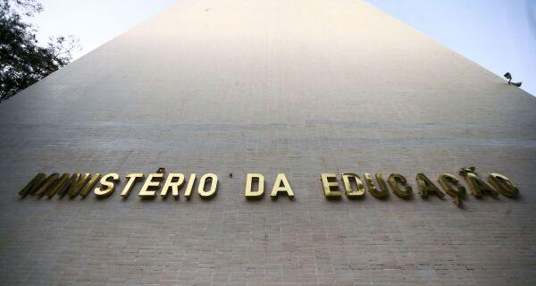 Ministério da Educação determina volta às aulas presenciais a partir de janeiro