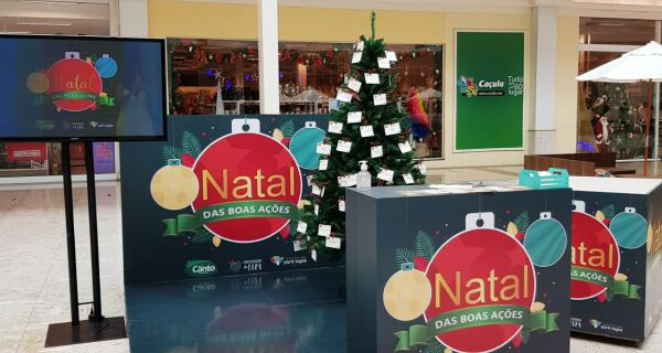 Cartinhas de Natal estão disponíveis para adoção no Shopping Park Lagos