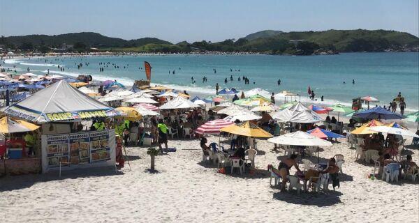 Último fim de semana da primavera antecipa verão em Cabo Frio, com calor e praias cheias
