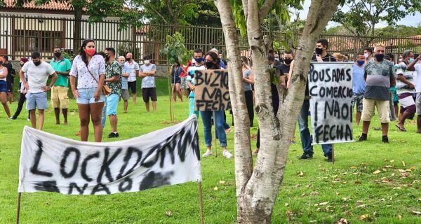 Comerciantes e empresários do turismo de Búzios protestam contra lockdown determinado pela Justiça
