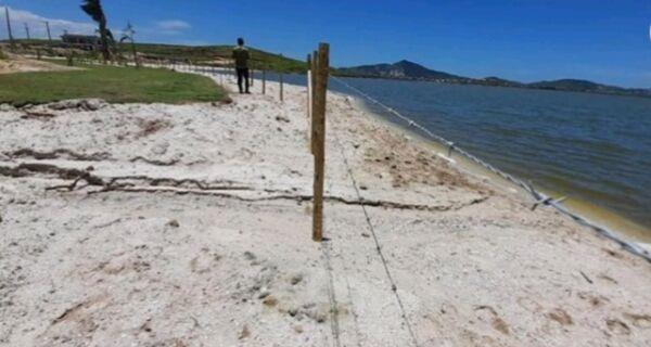 Condomínio de São Pedro da Aldeia é notificado por instalar cerca às margens da Lagoa sem licença