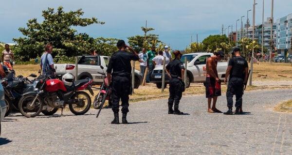 Agentes da Prefeitura e policiais militares coíbem ação de flanelinhas em Cabo Frio