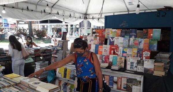 Feira do Livro fica na Praça Porto Rocha até o próximo sábado (30)