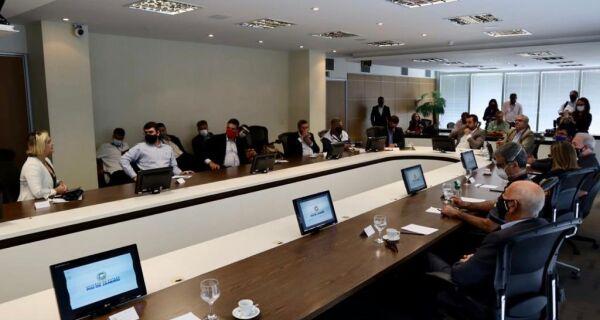 Prefeitura de Araruama pede obras e recursos em reunião com governador em exercício