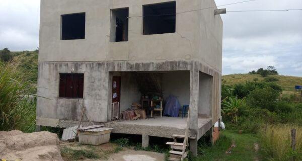 Defesa Civil interdita casa com risco de desabamento em São Pedro da Aldeia