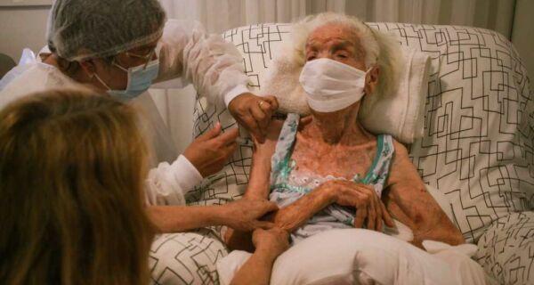 Cabo Frio inicia vacinação contra Covid dos idosos acamados acima de 90 anos