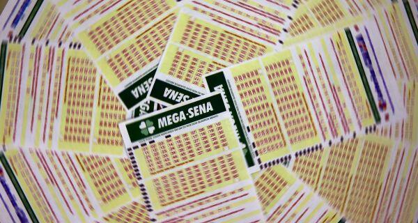 Mega-Sena pode pagar neste sábado prêmio de R$ 11 milhões