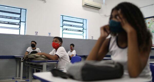 Rede estadual inicia aulas em março com modelo híbrido