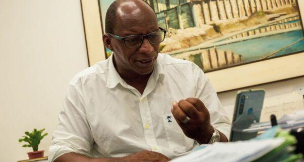 Sepe Lagos chama secretário de 'capitão do mato' em postagem crítica a descontos de greve